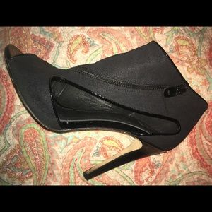 Saks Fifth Avenue zip up heels 👠
